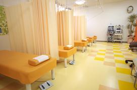 いるだけでも気持ち良い環境を目指す除菌を徹底し、清潔感あふれる院内